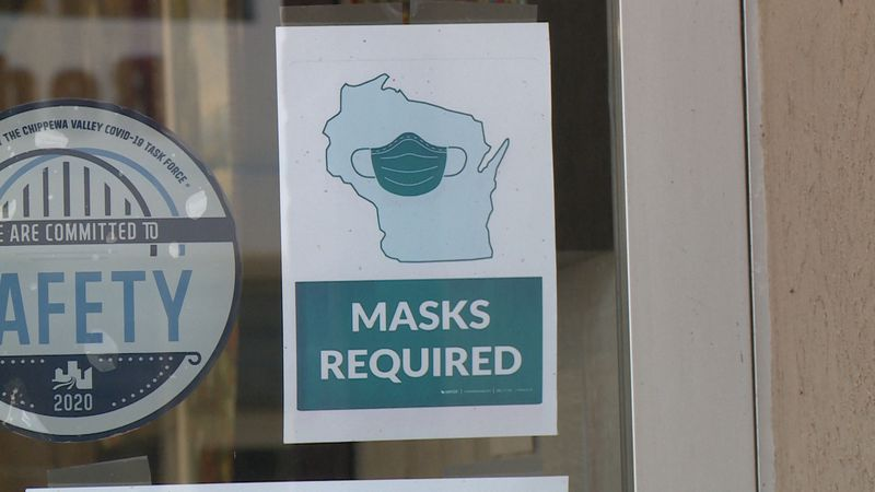 A storefront sign in Eau Claire, Wis. requiring masks.