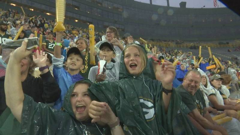 Despite a rain delay, and lightning evacuation at 6:50 just before the practice, Packers fan...