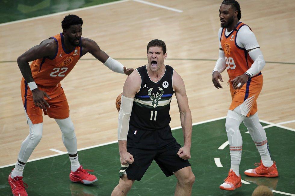 Milwaukee Bucks center Brook Lopez (11) reacts after a slam dunk in front of Phoenix Suns...
