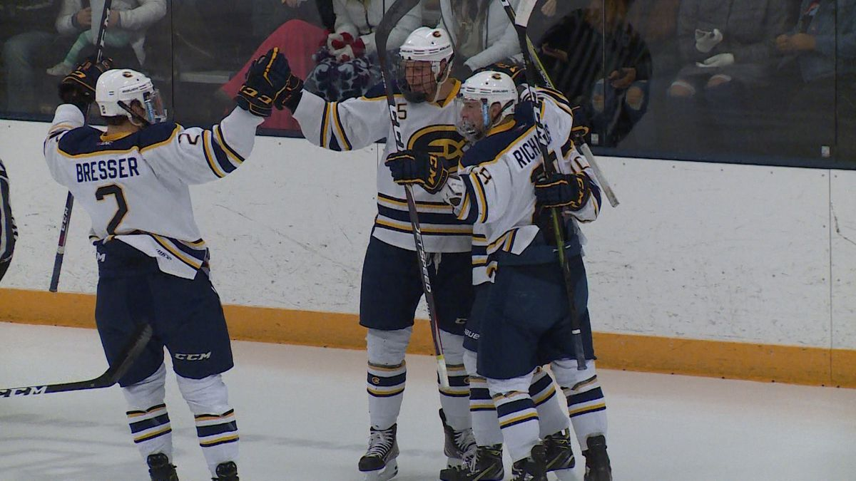 Blugolds Andrew McGlynn scores