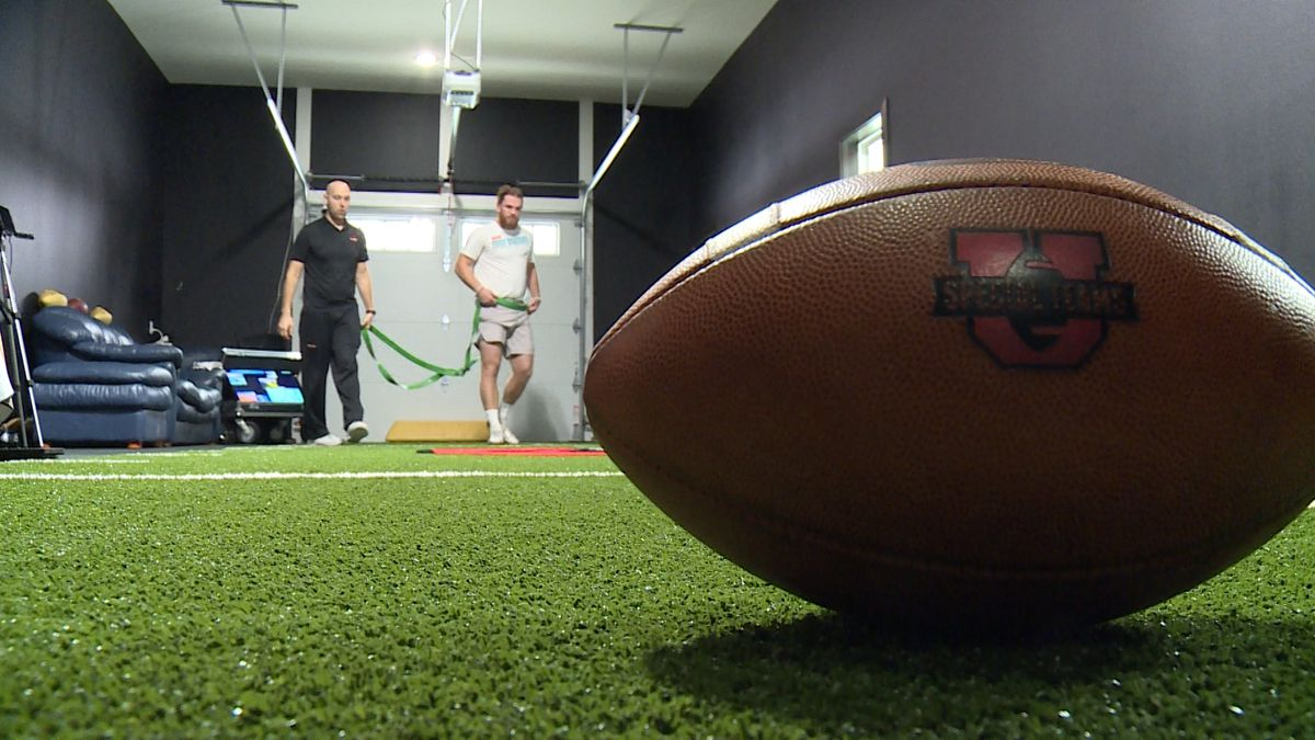 Special Teams University helps long snappers at all football levels.