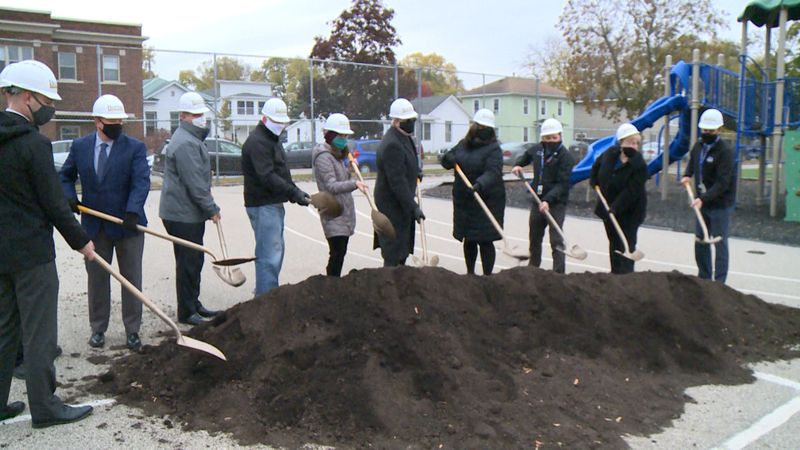 The $4.8 million expansion to Hamilton Elementary in La Crosse broke ground Monday morning.