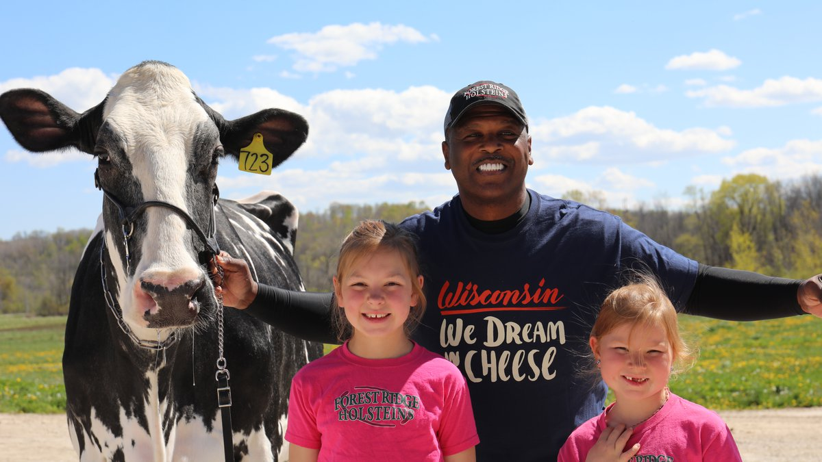 Former Green Bay Packer LeRoy Butler teams up with Dairy Farmers of Wisconsin