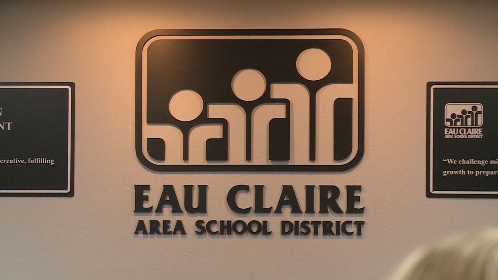 Eau Claire Area School District to provide devices for all students