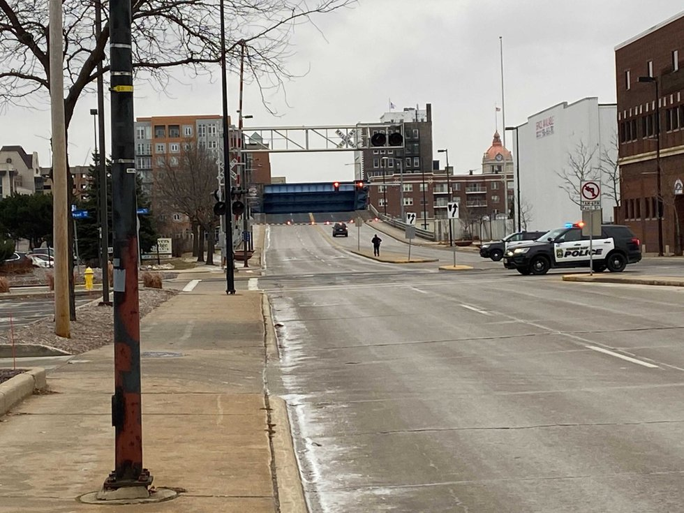 Police close the Walnut St. Bridge in Green Bay during an armed standoff. Dec. 27, 2020.