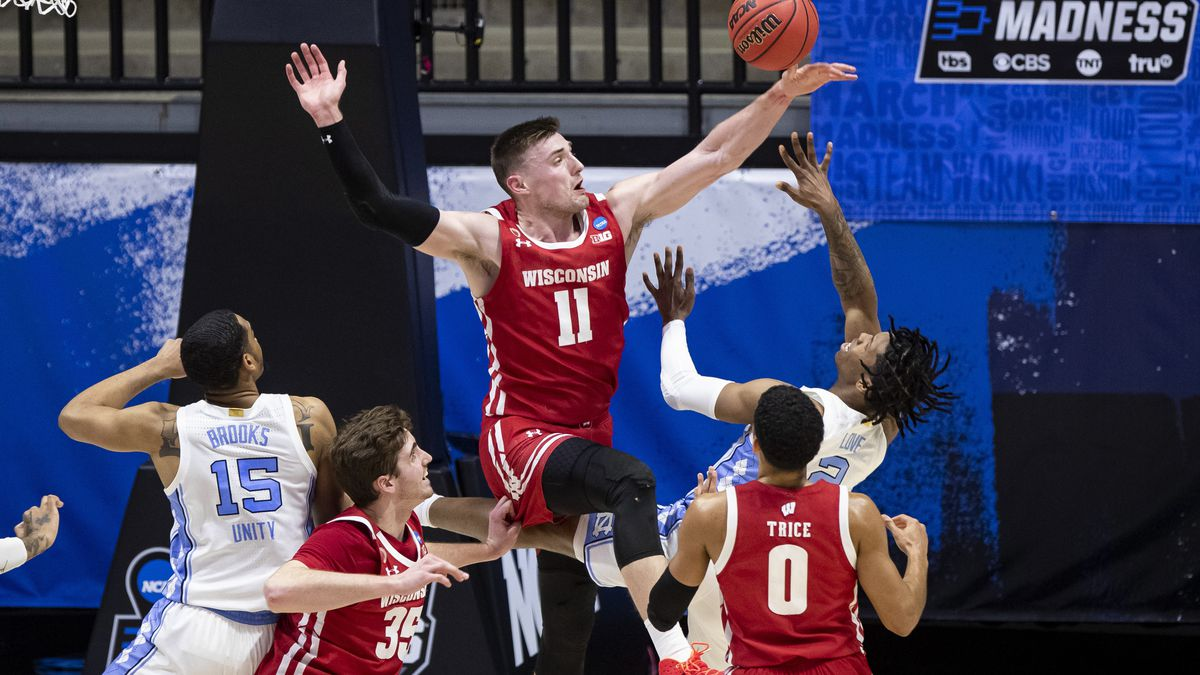 Wisconsin dominates North Carolina in NCAA 1st round win